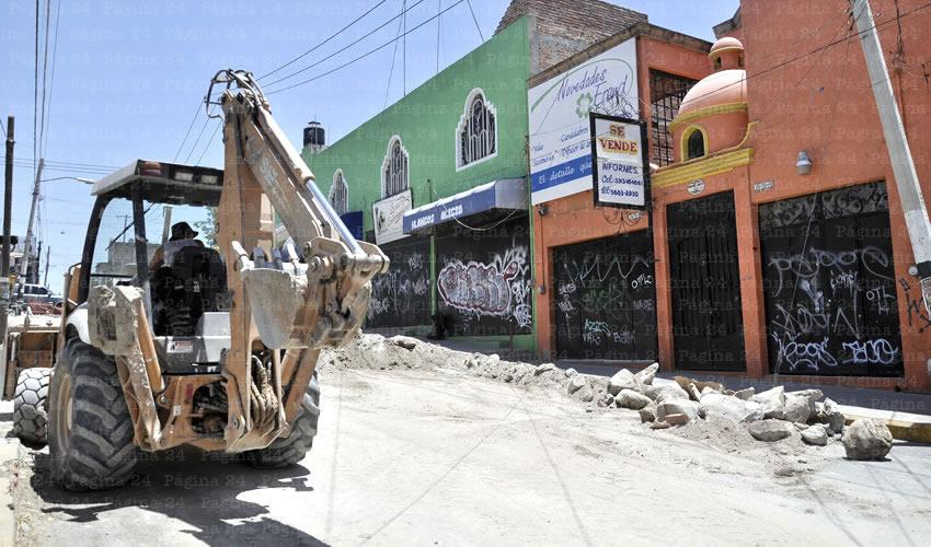 Obras del colector en la calle Emiliano Zapata; por si fuera poco, el