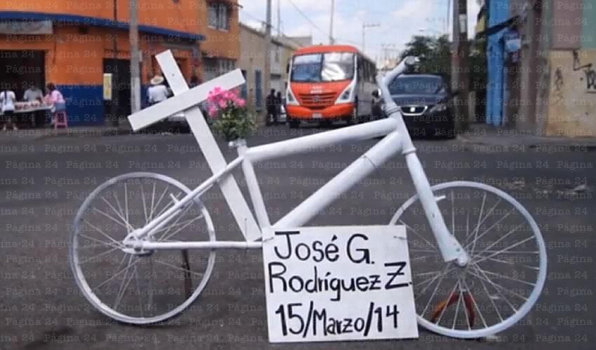 Una farsa más del gobierno estatal, que la movilidad no motorizada sería prioridad para esta administración; los peatones siguen muriendo bajo las llantas del transporte público, así como los ciclistas, quienes están desamparados/Foto: Francisco Tapia