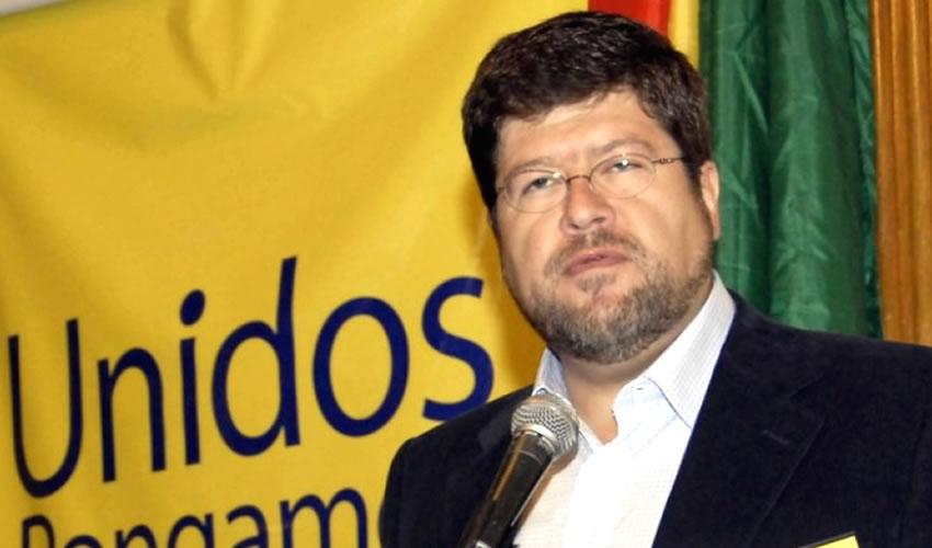 Es Gasolina Tema de Campaña Electoral en Bolivia