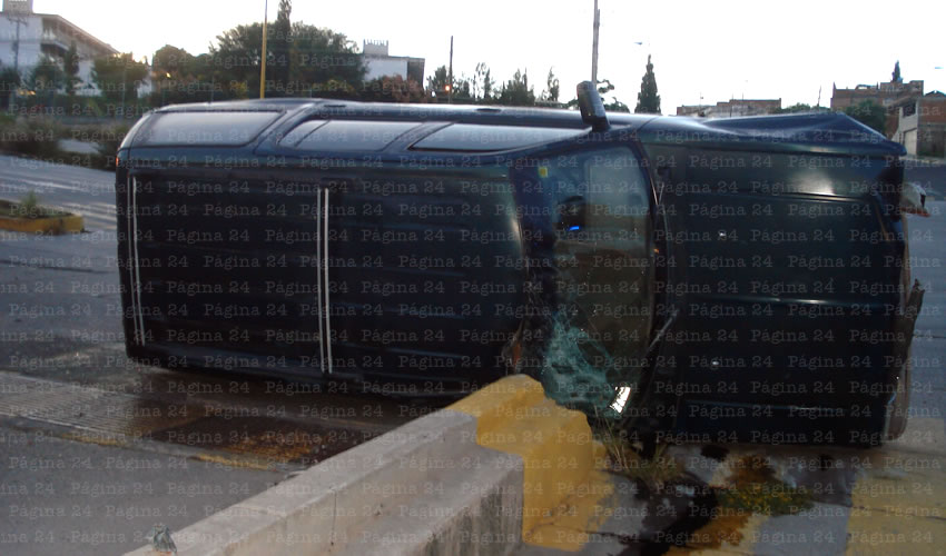 Morfeo lo Derrotó: Vuelca su Camioneta
