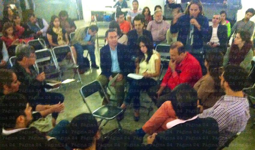"""Nueve especialistas que participaron en el segundo Foro Tómala """"Mejor Movernos Mejor"""", concluyeron que el ciudadano de a pie no tiene palabra ni participación en el tema de movilidad en Jalisco/Foto: Rogelio Castro"""
