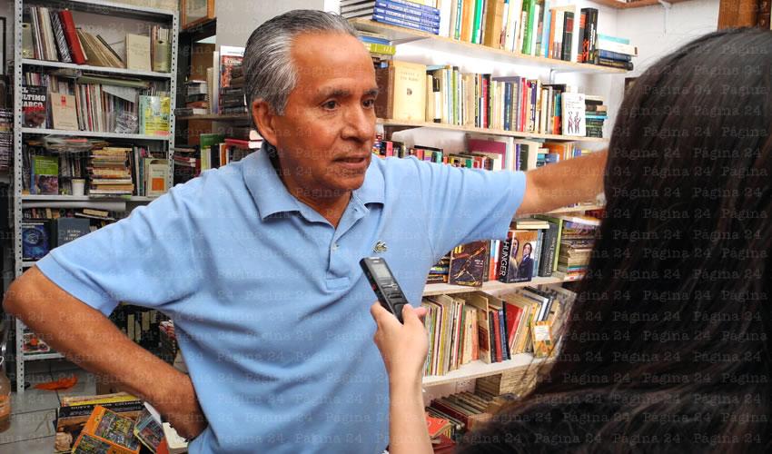 Juan Vera cuenta desde hace un año con una librería en el Centro Histórico de la capital (Foto: Juan Carlos Gómez Solís)