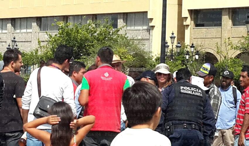 El operativo inició en la tarde del domingo, cuando se presentaron empleados municipales aseverando que Ramiro Hernández había dado la orden para realizar el desalojo