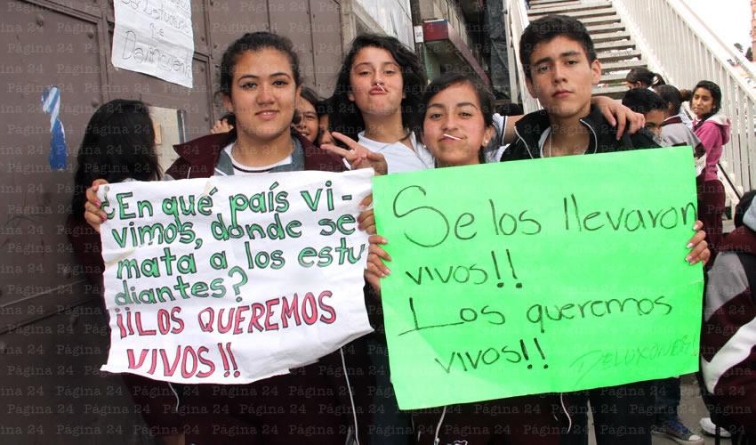 Continúan Gestos de Solidaridad con Normalistas de Ayotzinapa