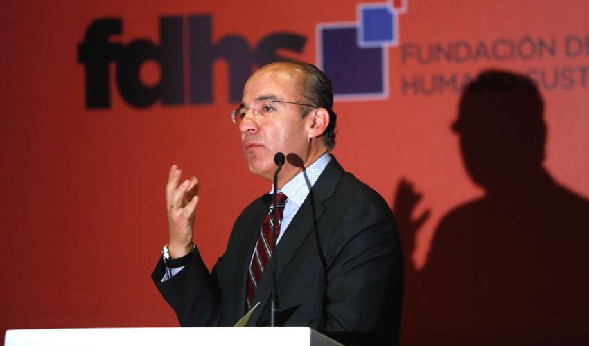 Urge Calderón Realizar Purga en Policías