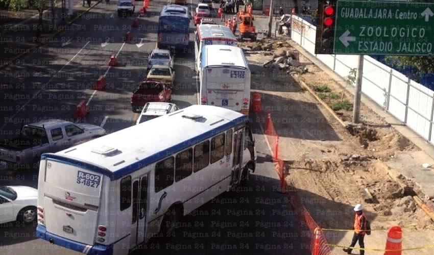 Mueven camiones  de avenida Alcalde