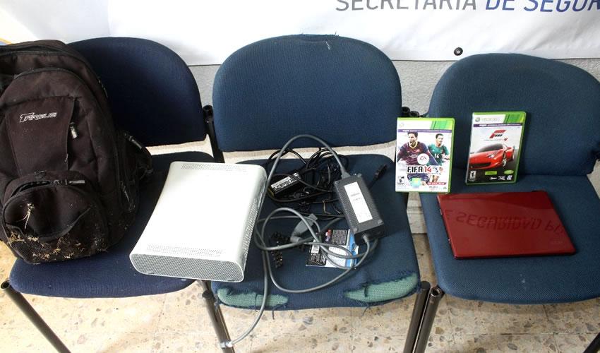Mozalbetes Roban Consola, Juegos y una Computadora