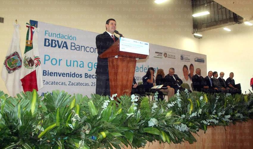 Entrega Becas BBVA Bancomer a la Excelencia Para Estudiantes de Secundaria y Preparatoria
