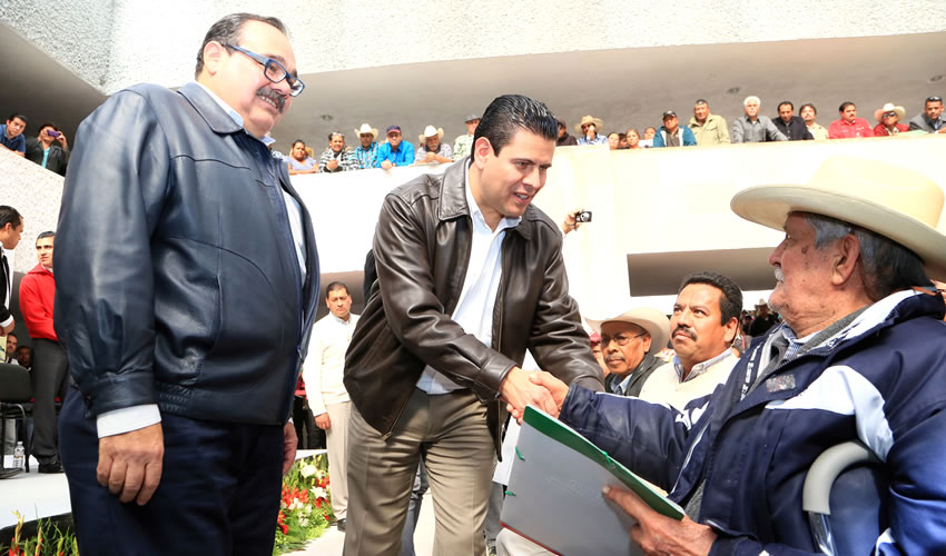 Miguel Alonso Encabeza Entrega de más de dos mil Títulos Agrarios
