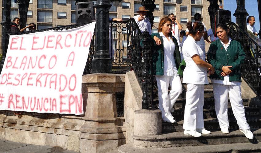 Enfermeras exigen sueldo y trato digno