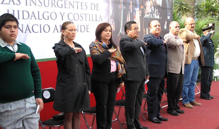Presiden Autoridades Ceremonia Conmemorativa de Entrega del Mando de las Fuerzas Insurgentes