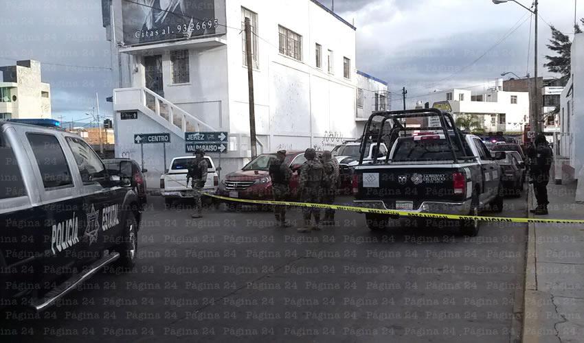 Marinos en la detención de uno de los vehículos