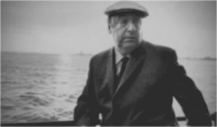 Restos de Neruda, Manzana de la Discordia