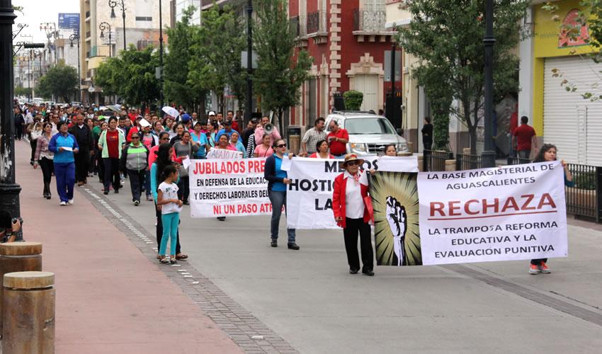 Denuncia Marcha de Maestros Intento del Estado por Despojarlos de sus Derechos y Prestaciones