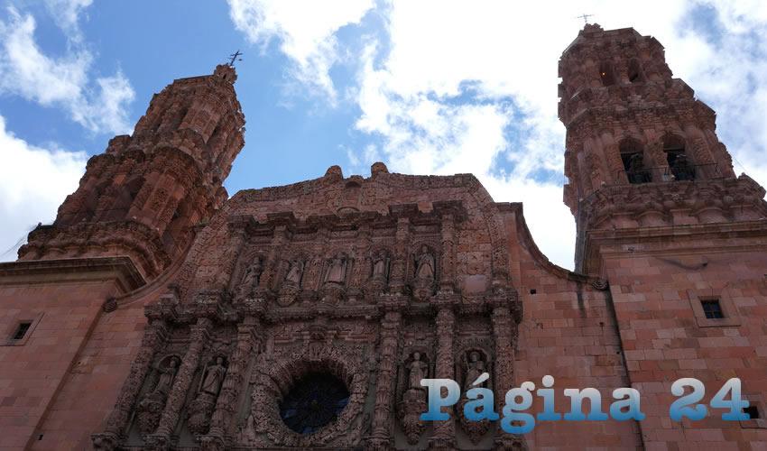 Algunas de las parroquias han estado transmitiendo las misas vía Fecebook, y a la fecha la celebración que realiza el obispo Sigifredo Noriega Barceló es trasmitida todos los días a las 08:00 horas