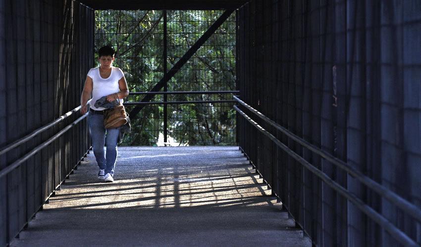 """Los peatones parecen resultar invisibles para el gobierno de Jalisco, ya que se invierte en vehículos, en medios de transporte, pero nunca en infraestructura para ellos, denunció la asociación """"Víctimas de la Violencia Vial""""/Foto: Cuartoscuro"""