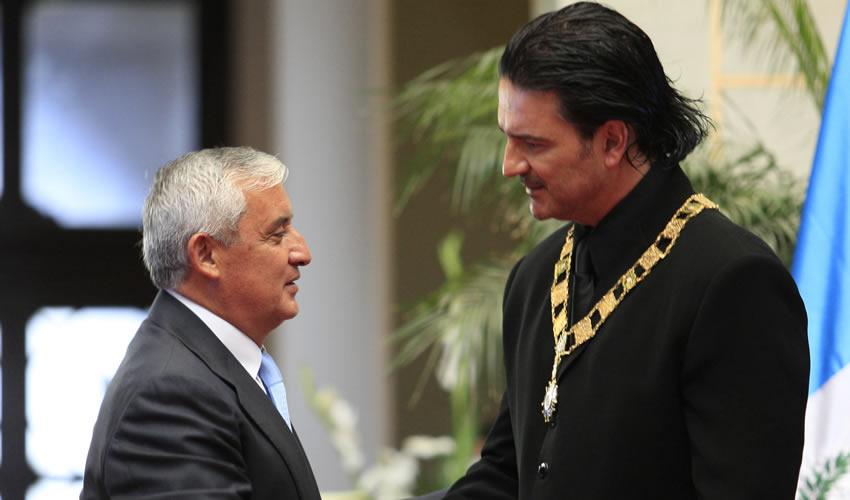 Ricardo Arjona Pide Renuncia de Pérez  Molina y Devuelve Orden del Quetzal