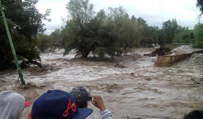 Aguascalientes, Aguascalientes.- Unos 100 habitantes de la comunidad Pabellón de Hidalgo, perteneciente al municipio de Rincón de Romos, enfrentan la inundación de sus viviendas debido al desfogue de la presa San Blas (Foto: Especial)
