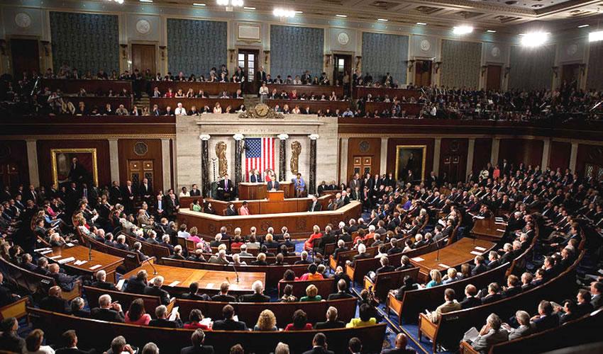 """""""Se acabó"""", dijo Biden, a lo que los republicanos en el pleno reaccionaron con risas y ovaciones"""