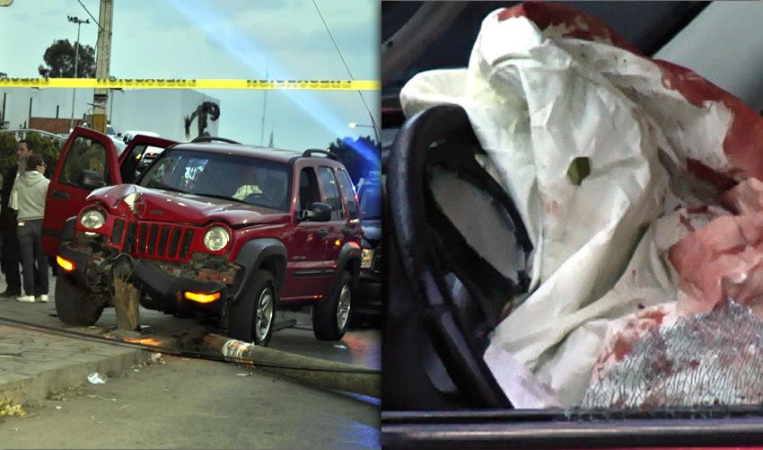 La Jeep Liberty roja, que era conducida por uno de los policías municipales de Guadalupe (Fotos: Cortesía/MegaNoticiasZac)