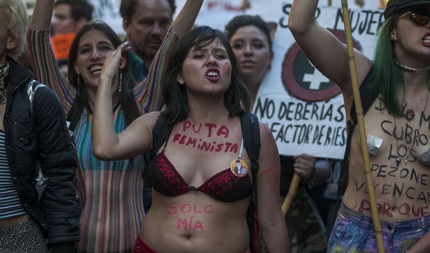 """Hacen """"Marcha de las Putas"""" en Argentina"""