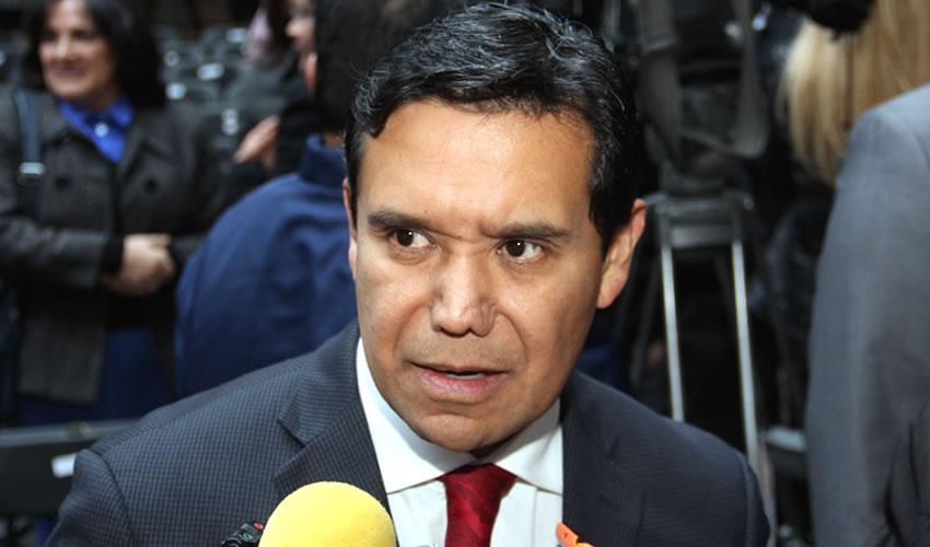 Francisco Chávez Rangel ...muy parecidos...
