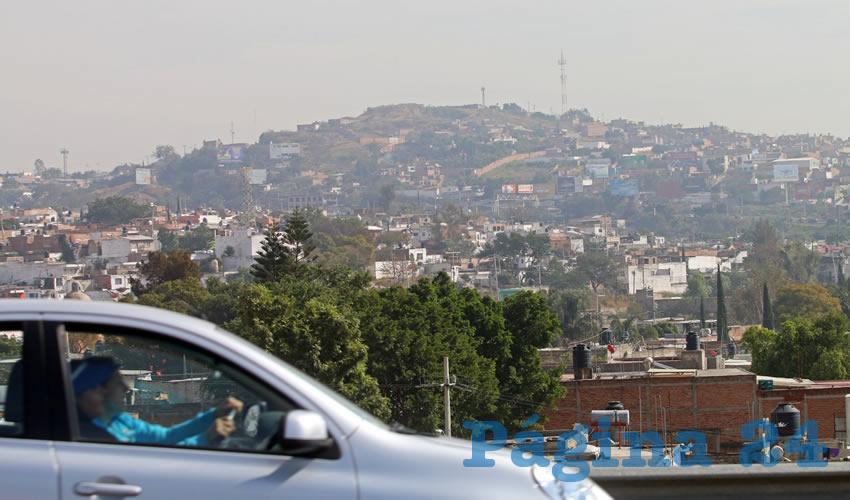 El desmedido uso del automóvil particular, un pésimo servicio de transporte público y la cantidad de obras públicas que se realizan en la ciudad sólo provocan que la calidad del aire esté al borde del colapso, a la par de lo que sucede en la contaminada Ciudad de México, que padece los estragos de una calidad del aire ausente/Foto: Cuartoscuro