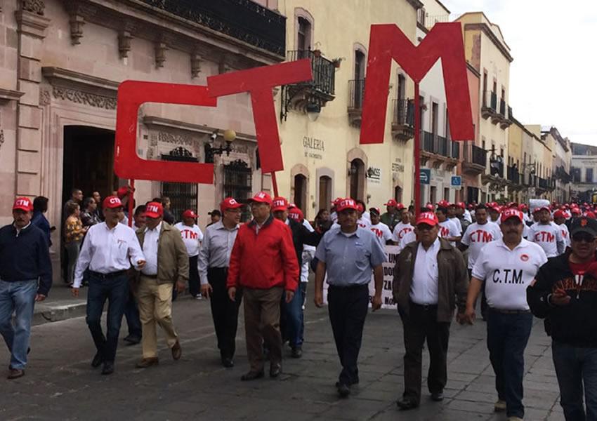 """""""¡Políticos son Vende Patrias!"""", la Consigna"""