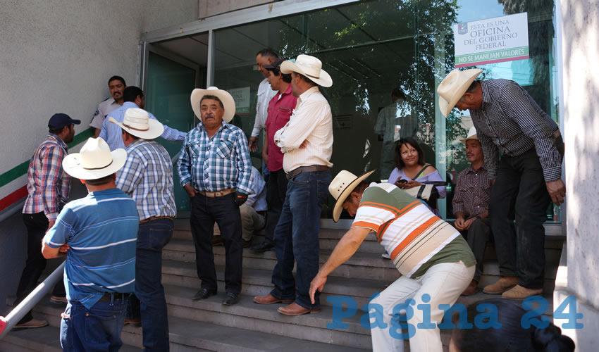 Toman Campesinos FND, Piden Apoyo del Gobierno