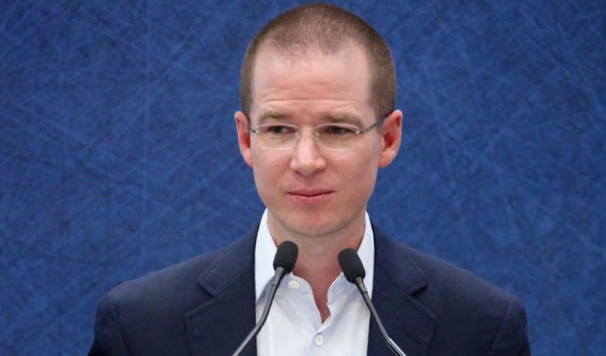 Ricardo Anaya Cortés ...nomás $400 mil mensuales...