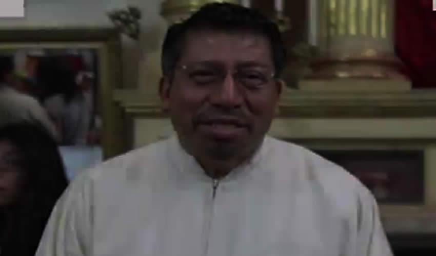 """Encaran a Sacerdote de Oaxaca, le Gritan """"Violador"""""""