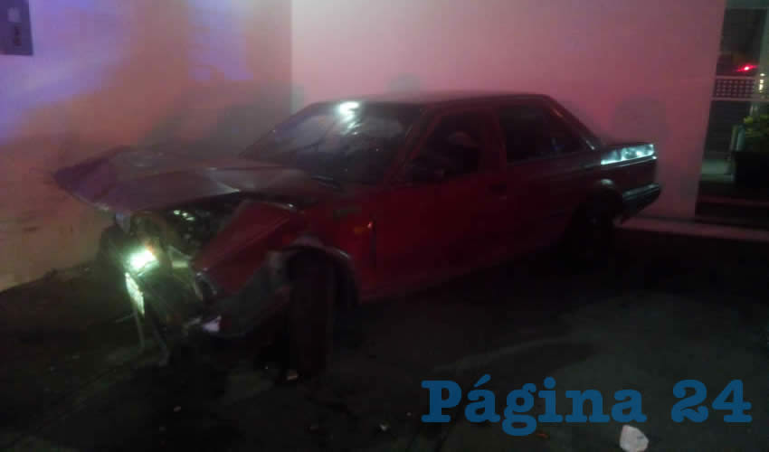 Estampa Auto Contra Muro; 3 Heridos