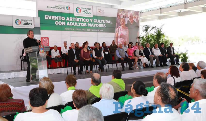 Es Vital que las Políticas Públicas a Favor de los Adultos Mayores Continúen: Carlos Lozano