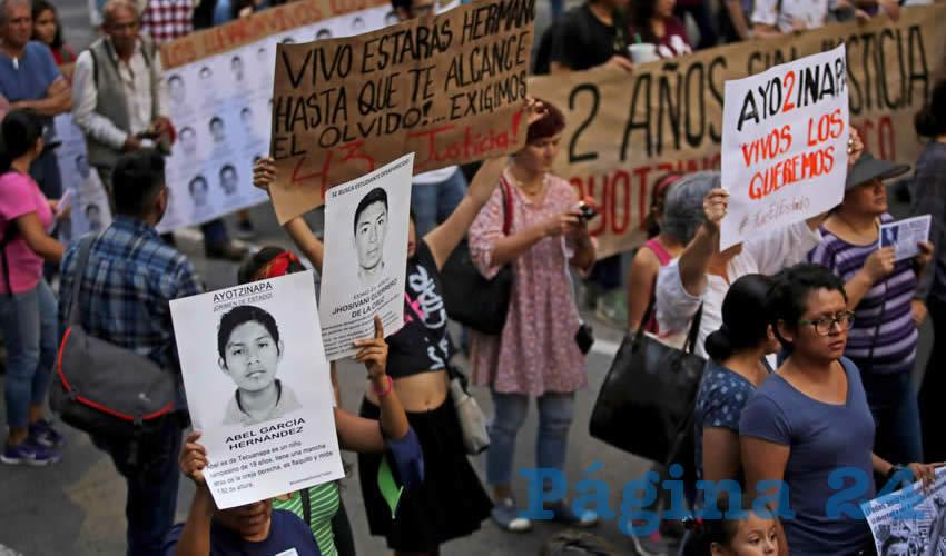 """""""¡Que Ayotzinapa no se olvide!"""""""