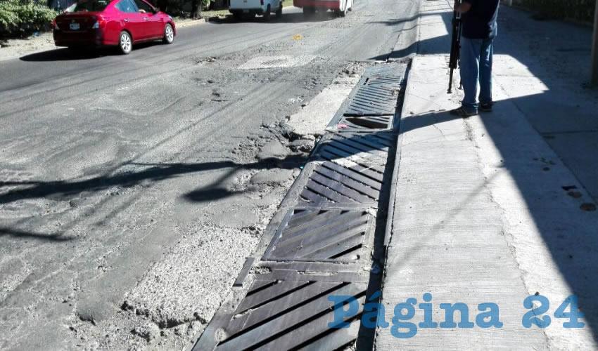 ¡Calle destrozada  en Tlaquepaque!