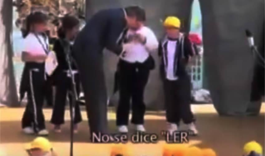 "Niña Corrige a Nuño: no se Dice ""ler"" se Dice ""Leer"""