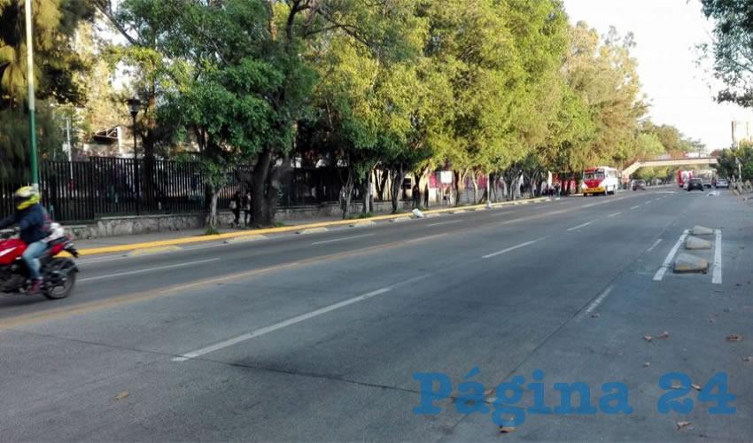 Aunque se espera desincentivar el uso del automóvil instalando ciclovías por la ciudad, a muchos residentes de Boulevard Tlaquepaque no les parece, pues –dicen– les bloquea el estacionamiento/Fotos: Rafael Hernández Guízar