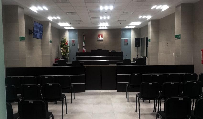 En la víspera de concluir su administración, el gobernador del estado, Carlos Lozano de la Torre, inauguró y entregó al Poder Judicial la Sala de Juicios Orales que funcionará en Calvillo