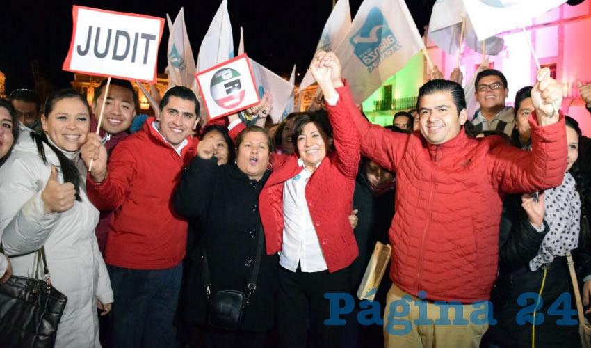 Festejan Triunfo de Judit Guerrero en Plaza de Armas