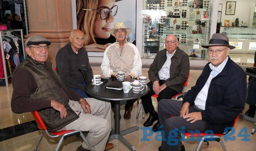 En Café Calesa platicaron Hugo Alberto Medina Alonso, José Luis Elías López, Rafael Herrera Nájera, José Antonio Cabral Ramírez y Juan Manuel Elías López
