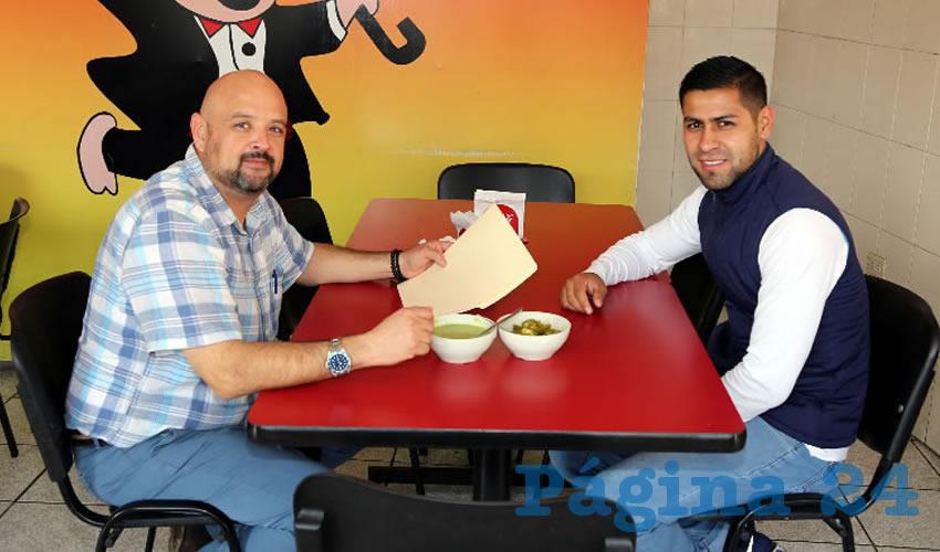 En lechón Pascualito almorzaron Óscar Rodríguez Lomelí y Ulises Hernández