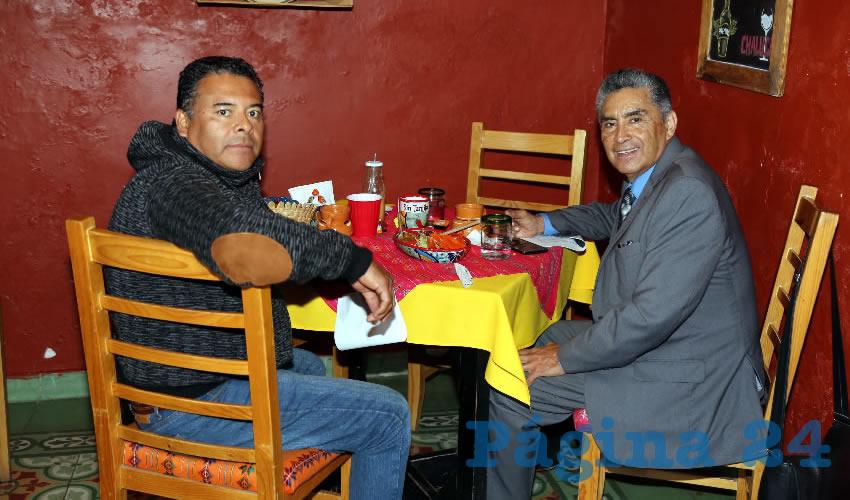 En el Mercadito Gastronómico Colón desayunaron Julio Caudillo Ramos y el regidor del Municipio de Aguascalientes David Mendoza Vargas