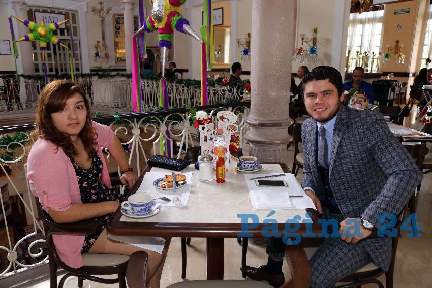 En Sanborns Francia departieron Fernanda Macías Flores y Marco Hernández Parada