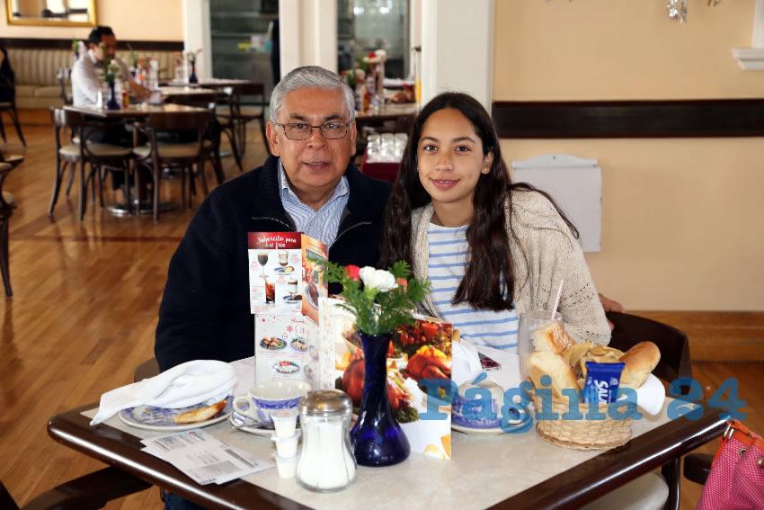 En Sanborns Francia compartieron el pan y la sal Jorge Luis López y Andrea Galarza López
