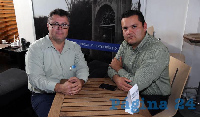 César Lozano Herrera, enlace de Comunicación del Partido Verde, y Alejandro Ángel López, regidor del Municipio de Cosío, se reunieron en Café Punta del Cielo