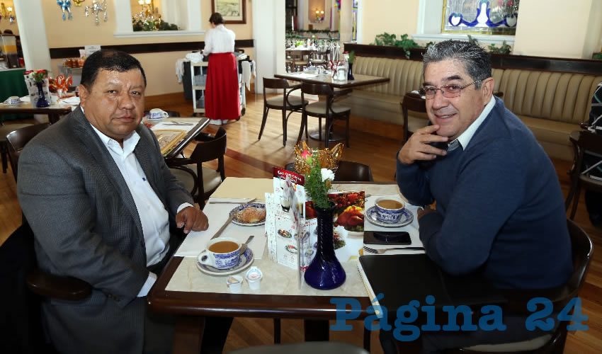 En Sanborns Francia almorzaron Luis Alberto Tavarez Medina y Gabriel de Anda, secretario Particular del Poder Judicial del Estado
