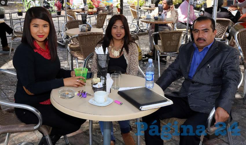 En Café Catedral departieron Erica Ruth Castañeda Rivera, Hilahiza Mendoza Muñoz y Alejandro Mendoza Villalobos, diputado local