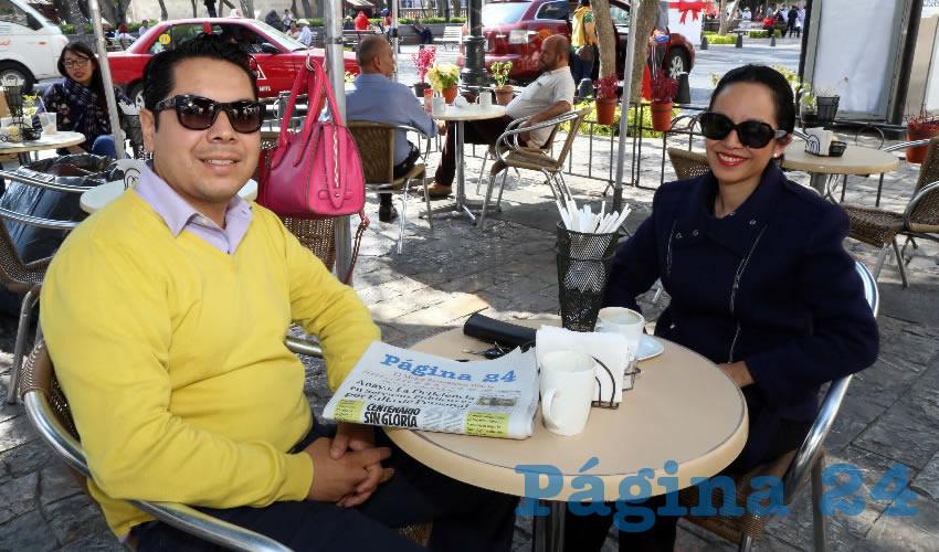 En Café Catedral departieron Noé García Gómez y su esposa Evelyn Ventura Mena