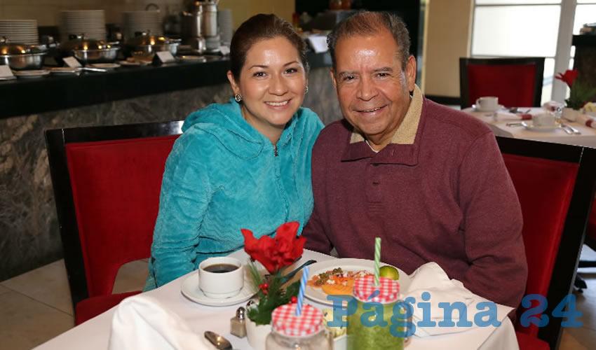 En el restaurante Condimento del hotel Marriott almorzaron Eva Castrejón Chong y su esposo Alfredo González González, líder de la Federación de Trabajadores (FTA)