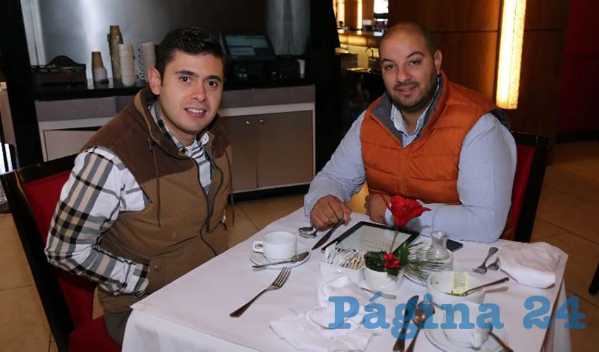 Enrique González Ortega y Diego Muñoz Romo, empresario, desayunaron en el restaurante Condimento del hotel Marriott